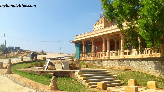 road going towards jain temple